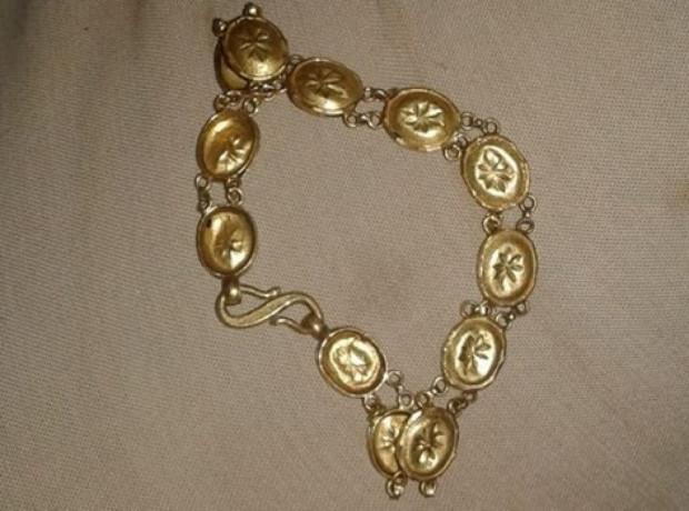 found-gold-bracelet-at-10th-mile-makha-big-0
